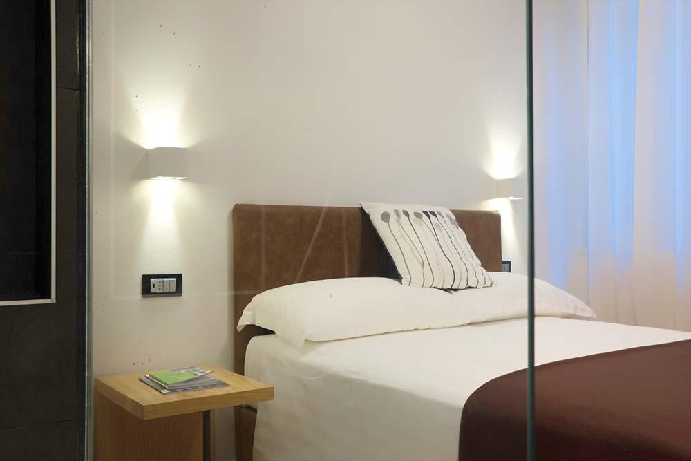 Camera matrimoniale piccola hotel centro storico genova for Camere matrimoniali piccole